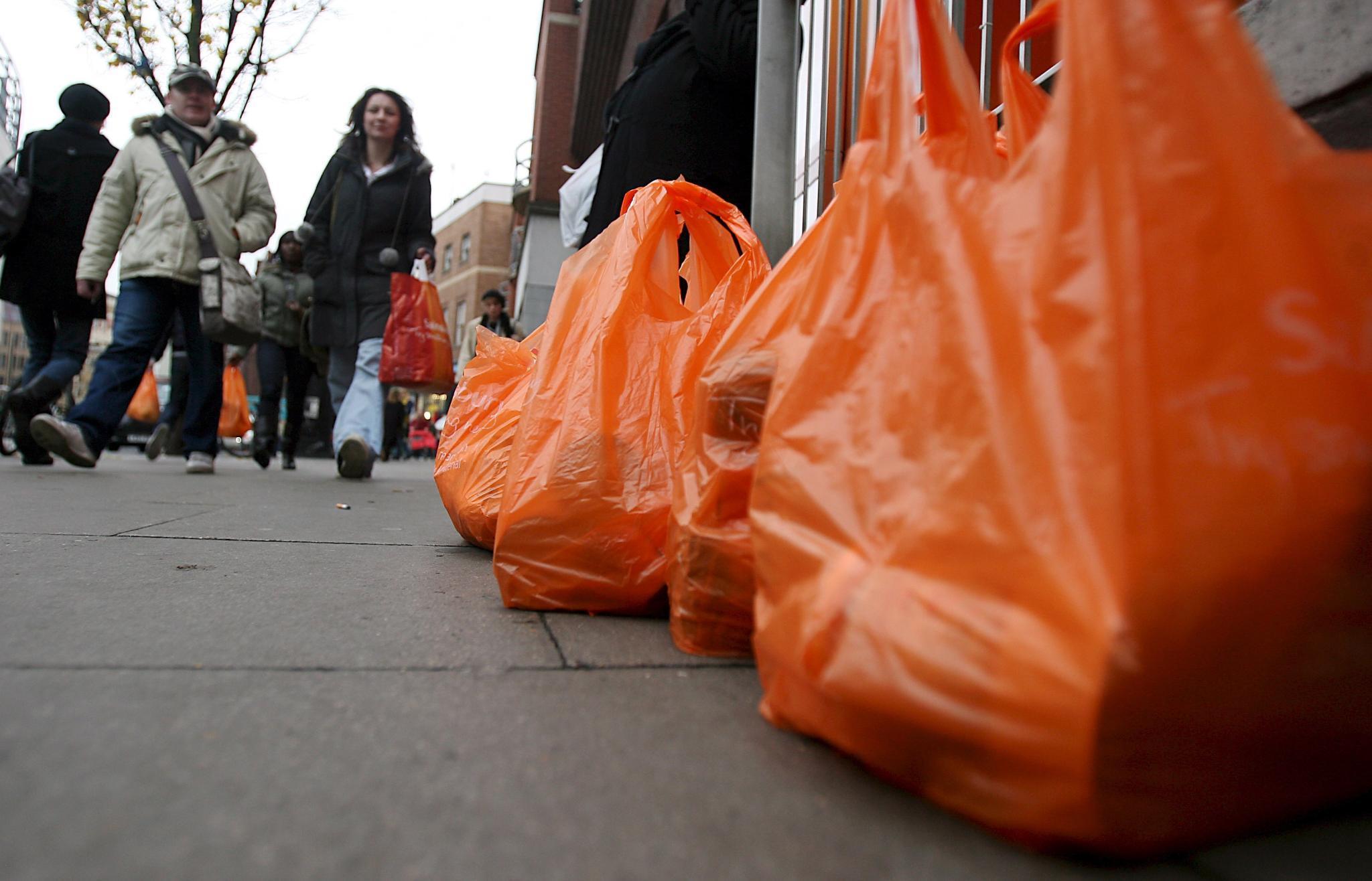 Гърция качва цената на найлоновите торбички в супермаркети и магазини.
