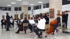 Габровски камерен оркестър с диригент Иван Стоянов