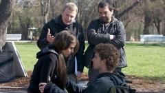 Виктор Чучков-син (прав вляво) по време на снимките на друг негов филм.