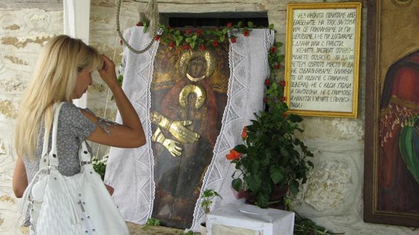 Стотици миряни се стекоха в манастира