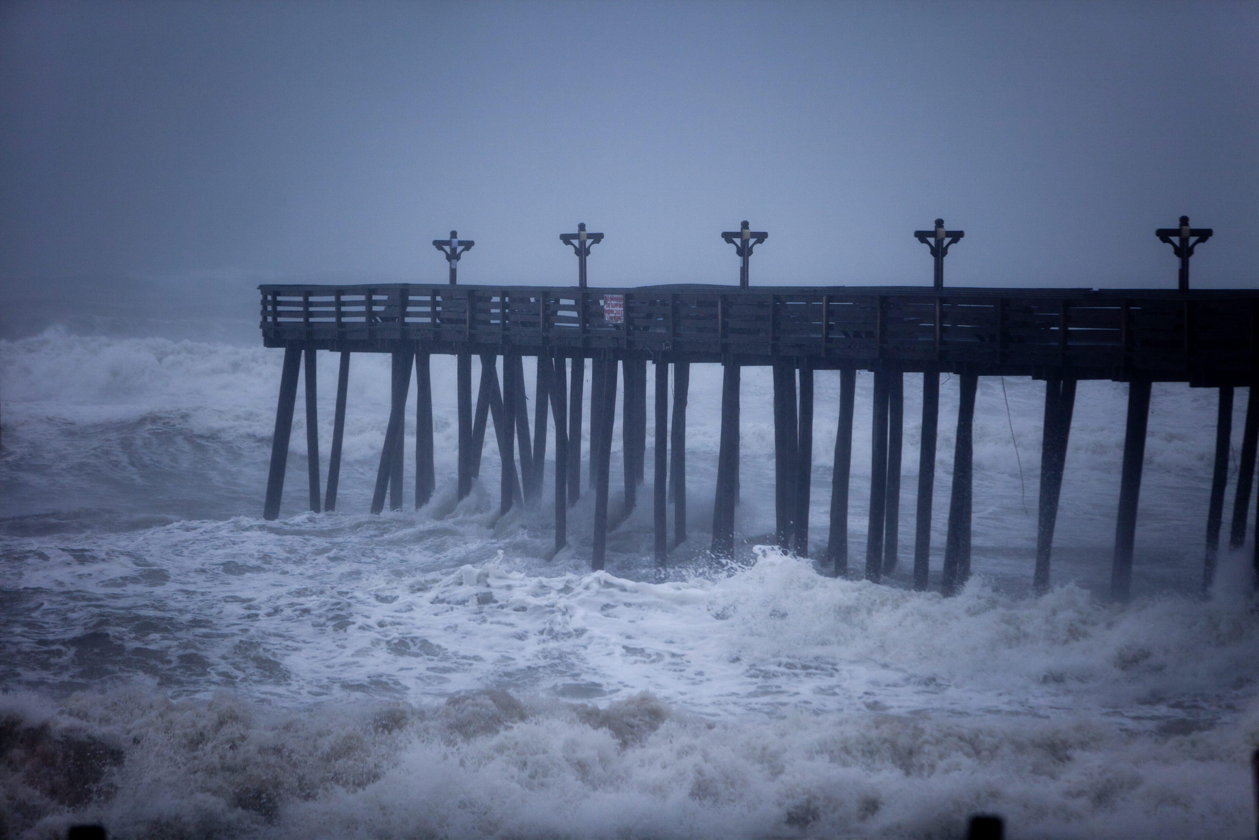 Наводненият Ню Орлиънс се готви за ураган