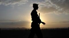 Войник на летището в Сана