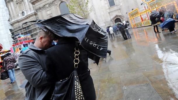Великобритания буря ветрове