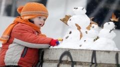 Снегът е особено подходящ за ваене на фигури, но не и за ядене