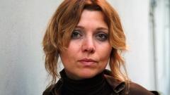 Елиф Шафак и друга популярна турска писателка – Айше Кулин – бяха залети от вълна от критики в социалните мрежи в Турция.