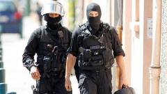 Съобщението за замразените ирански активи съвпадна с акция на френската полиция срещу шиитска асоциация в предградие на Дюнкерк. Не е ясно още дали има връзка между двете събития.