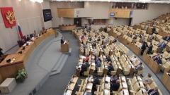 Долната камара на руския парламент единодушно одобри смекченията в пенсионната реформа, предложени от президента Владимир Путин, но десетки депутати гласуваха против целия законопроект.