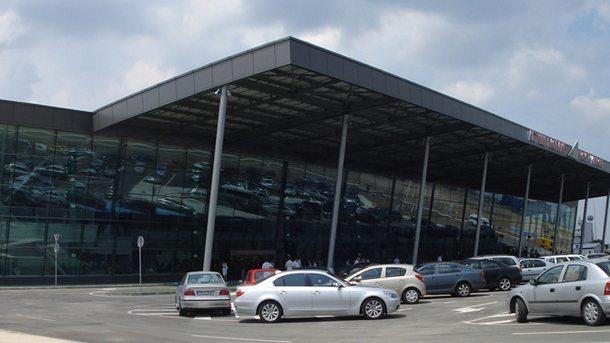 Заради обилния снеговалеж летище Пловдив е блокирано. До 17 часа