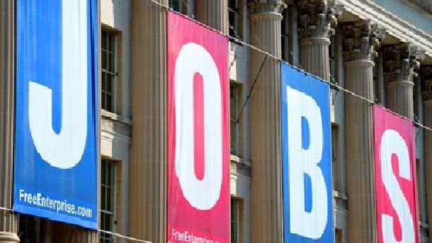 Работодателите в частния сектор на САЩ увеличиха рязко наемането на