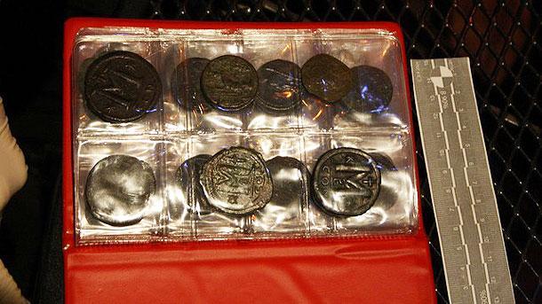 Златни кюлчета и монети, намерени в потъналия през 1857 г.