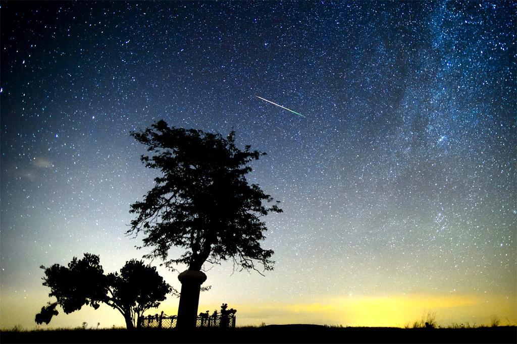 Тази нощ астрономическите ентусиасти могат да наблюдават пика на метеорния
