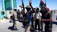 Либийски бунтовници на входа на Брега