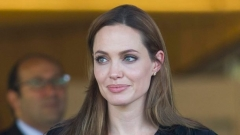 Анджелина Джоли напуска сградата на Върховния комисариат за бежанците в Женева.