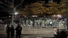 Полиция разпръсква протестиращитев парка