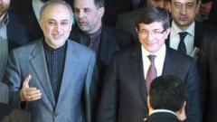 Иранският външен министър Али Акбар Салехи и турският външен министър Ахмет Давутоглу