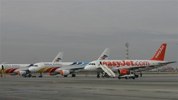На международните ни летища засега има гориво за самолетите, в очакване са ЛУКОЙЛ Авиейшън да изпълнява договорите си с тях.