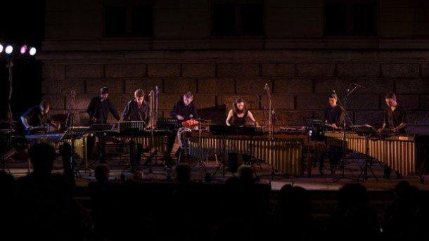 Татяна Колева и проектът й Младежки перкусионен ансамбъл отново ще се съберат във Варна (снимка от концерта през 2009 г.)