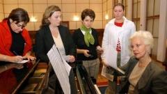Райна Кабаиванска с ученици от майсторския клас