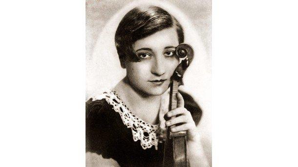 Цигуларката Недялка Симеонова през 1933 г.