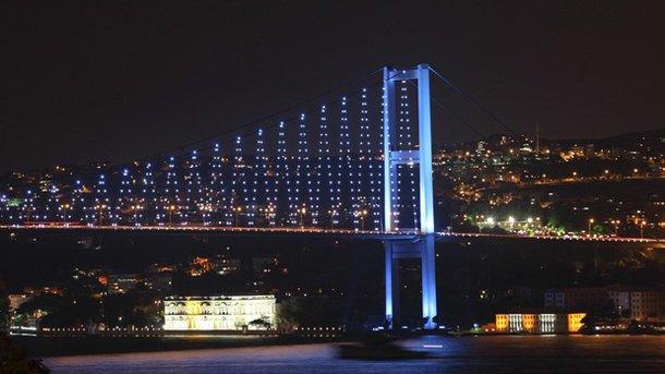 Единият от мостовете над Босфора