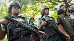 Полицаи охраняват Международния наказателен трибунал за Бангладеш