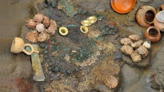 Предмети, намерени в гроба на перуанската жрица.