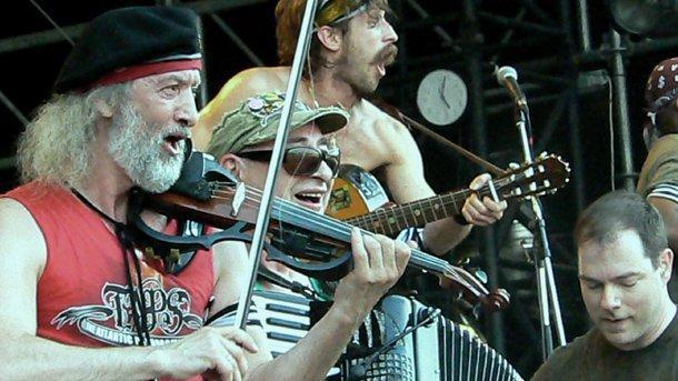 """Гогол Бордело"" щурмуват Главната сцена на фестивала на остров Обудай."