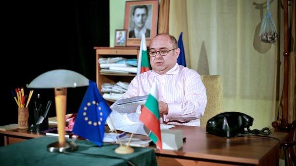Диян Мачев в сцена от спектакъла