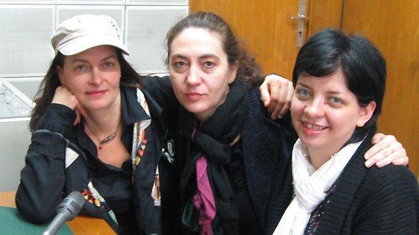 """На снимката: Арабел Караян, Димитрина Кюркчиева и Весела Венчева-Тодорова, пиар на групата в студиото на """"Артефир"""" (отляво надясно)."""