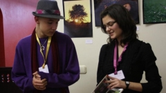 """Двама от участниците в изложението на талантите -стипендиантите на фондация """"Комунитас"""" Константин Георгиев от Габрово и Десислава Кушева от Белене."""