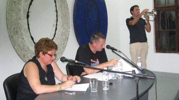 Аполония 2011 - Георги Господинов чете от ръкописа на втория си роман. Помагатму Силвия Чолева - с въпроси, и Мишо Йосифов - с флигорна.