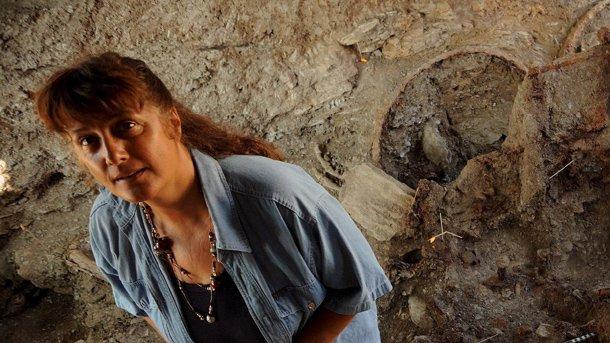 От няколко години Даниела Агре прави разкопки в тракийски некропол край село Борисово, Елховско.