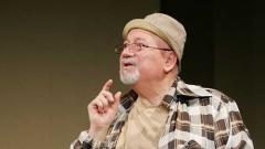 """Илия Добрев в спектакъла """"Столовете"""" от Йожен Йонеско на Сатиричния театър."""