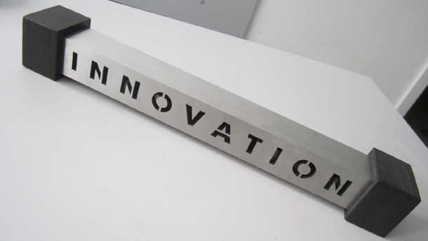 """Наградата """"Иновация"""", която Яра Бубнова получи като куратор на Второто Уралско биенале за съвременно изкуство в град Екатеринбург, Русия"""