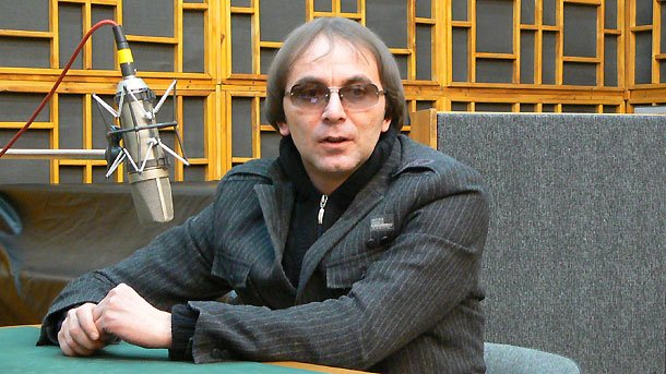 "Елин Рахнев в студиото на програма ""Христо Ботев""."