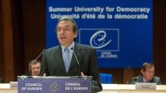 Ролан Рис наЛетения университет по демокрация в Страсбург.