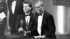 """Алан Менкин (вляво) и Хауърд Ашман на церемонията по връчване на наградите """"Оскар"""" през 1990 г."""
