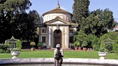 """Вила """"Роспильози"""" е наречена така в чест на кардинал Джулио Роспильози. Строителството й започва в момента, в който той е ръкоположен за папа под името Климент ІХ (1667 г.)."""