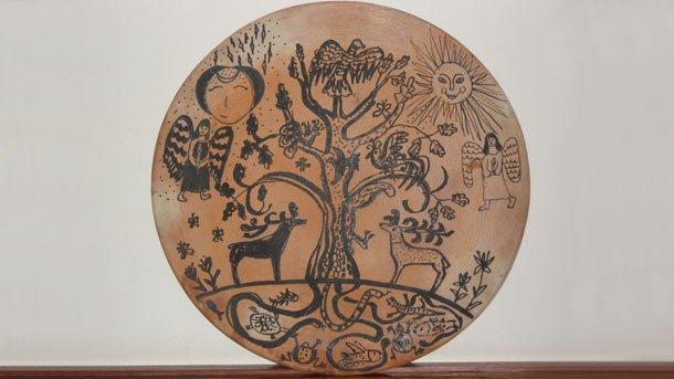 Световното дърво е един от основните символи в много местни митологии. То олицетворява единството на света и е своеобразен модел на вселената.