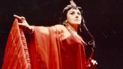 """Надя Афеян в ролята на Амнерис от операта """"Аида"""" от Джузепе Верди."""