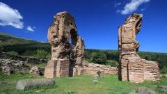 """Руините на раннохристиянската укрепена църква в местността """"Еленско"""", датирана от края на V – първата половина на VI в. (включена е в списъка на ЮНЕСКО за защитени паметници на културата)."""