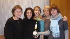 """Екипът на """"Семейно радио"""", който празнува една година в ефир: д-р Росица Георгиева, Рада Наследникова, Калина Станева, Веселина Даковска и Ивана Мурджева (отляво надясно)."""