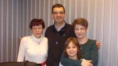 На снимката: Екатерина Икономова, Найден Ангелов, съпругата му Христина Богданова, и малката Яна Ангелова.
