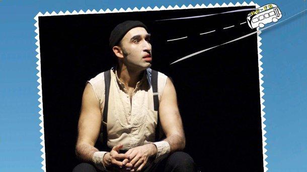 """Герасим Дишлиев в авторския му спектакъл """"Монолог с куфар""""."""