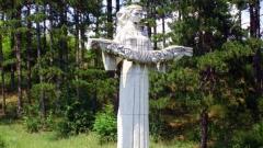 Паметникът на Гергана на входа на Харманли посреща идващите от Свиленград.