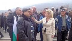 Анелия Торошанова сред протестиращите граждани на Петрич.