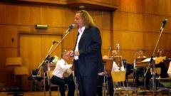 """""""Аз наричам младите народни певци """"съвременни апостоли"""" – казва Димитър Христов."""