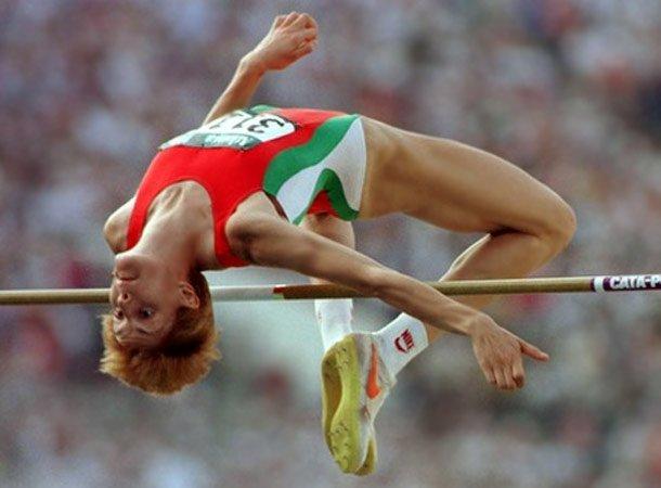 Стефка Костадинова остава в историята на леката атлетика с легендарния си скок от 209 см. – рекорд, който не е подобрен и до днес.