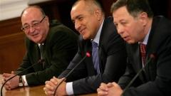 На фото слева направо: замдиректора Боркор Петко Сертов, премьер Бойко Борисов и глава новоговедомства Румен Миланов.