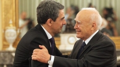 Встреча президента Болгарии Росена Плевнелиева с главой греческого государства Каролосом Папульясом стала очередным подтверждением намерения двух соседних балканских государств еще более укреплять двусторонние отношения, и прежде всего – торгово-экономические связи.